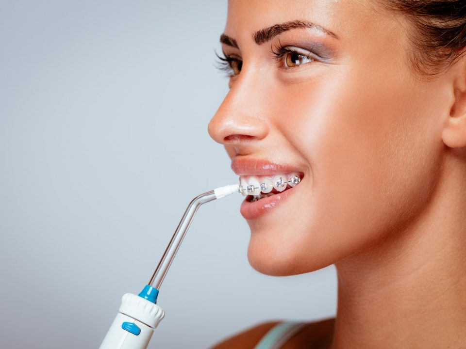 WHAT IS WATER FLOSSING AND HOW TO USE IT
